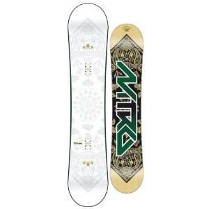 Nitro Misfit Logo Wide Snowboard 155.6: Sports & Outdoors