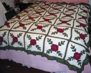 CROCHETED AFGHAN VINTAGE LOOK SHABBY ROSES COTTAGE STYLE 30 Squares