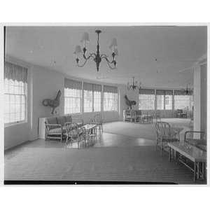 Photo Hotel Otesaga, Cooperstown, New York. Sun lounge 1955