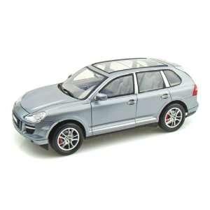 Porsche Cayenne Turbo 1/18 Silver: Toys & Games