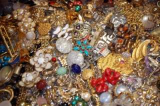 VINTAGE GLASS RHINESTONE METAL HIGH END DESIGNERS JEWELRY LOT