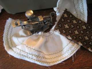 Vintage Retro Singer Sewing Machine 237