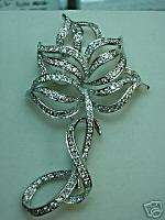 18 K White Gold and Diamond Flower Shaped Pin / Brooch