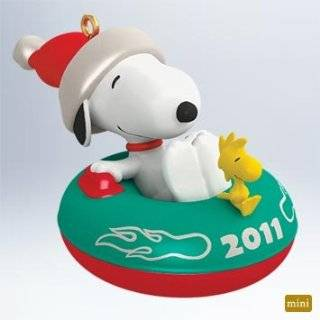 Hallmark Ornament 2011 Happiness is a Warm Cookie   Peanuts Gang
