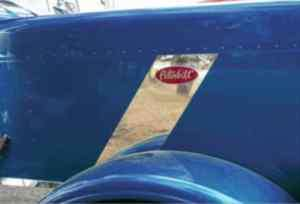 Peterbilt 388 Hood Emblem Stripe Accent (2007)